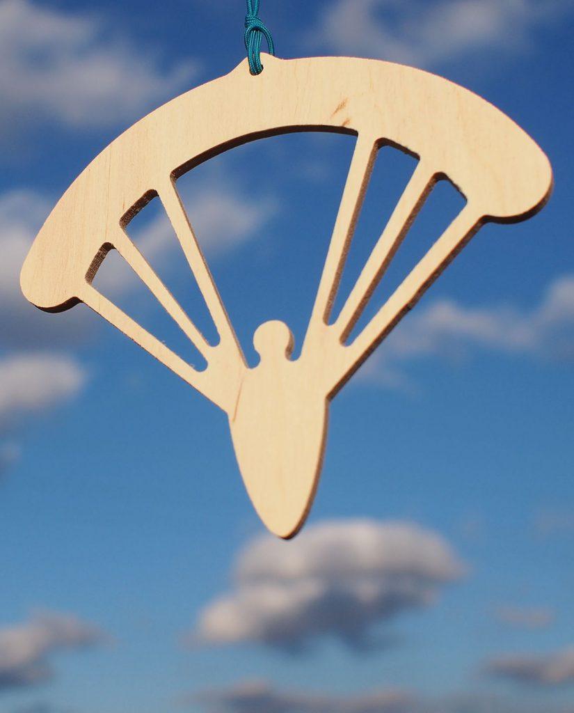 Paralotniarz na choinkę